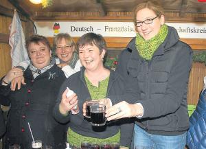 Sandrine Lafontaine (l.) stattete am Sonntag dem Stand des Deutsch-Französischen Freundschaftskreises einen Besuch ab. Bilder: Wiengarten