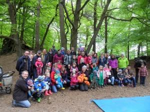 Über eine Stunde bewegten sich alle Beteiligten durch den Wald, und probierten die verschiedenen Formen der angebotenen Bewegungsangebote.